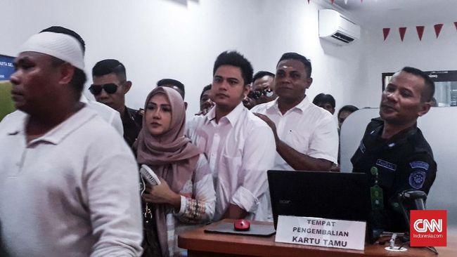 Terpidana kasus 'bau ikan asin' Rey Utami selesai menjalani masa hukuman 1 tahun 4 bulan penjara di Rutan Pondok Bambu per hari ini.