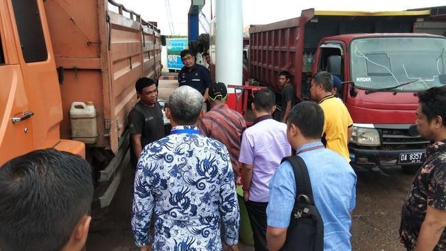 BPH Migas mengajak pemerintah daerah untuk meningkatkan pengawasan BBM bersubsidi supaya tidak terjadi kelangkaan pasokan terutama jelang Natal dan Tahun Baru.
