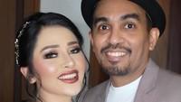 <p>Setelah menikah pun, Glenn Fredly jarang mengunggah foto kemesraan dengan sang istri. (Foto: Instagram @andruwspon)</p>
