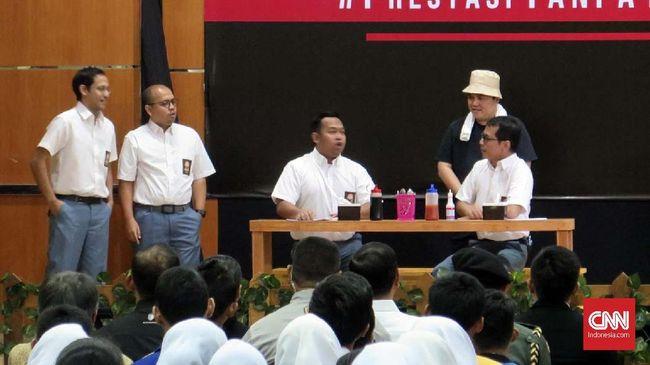 Menteri BUMN Erick Thohir bermain drama di SMKN 57 dengan mengangkat tema nepotisme, sambil menyindir isu Dirut Garuda Indonesia.
