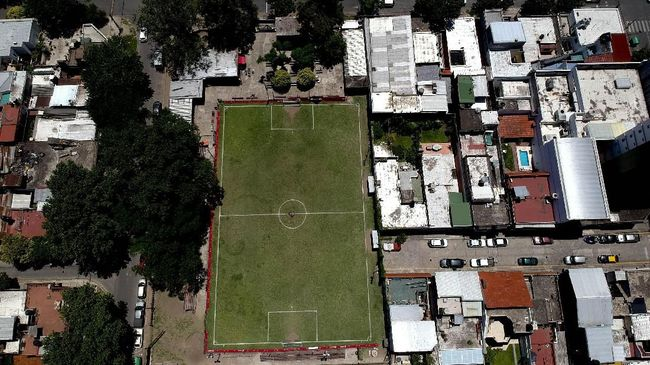 Pesepakbola terkenal Lionel Messi tumbuh besar di Rosario, kota kecil di La Bajada, Argentina.