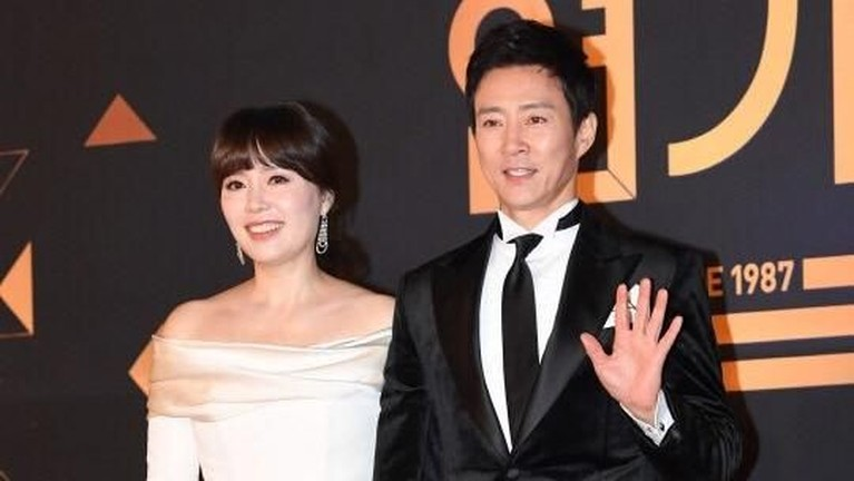 Tujuh bintang Korea Selatan berikut ini memiliki pasangan suami yang paling romantis dan perhatian. Ada siapa saja?