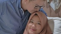 <p><strong>Tommy Kurniawan</strong>  Istri Tommy Kurniawan, Lisya Nurrahmi dulunya adalah seorang pramugari. Setelah resmi menikah, Lisya berhenti bekerja karena ingin fokus mengurus anak. Tommy dan Lisya menikah pada Februari 2018 lalu. (Foto: Instagram @tommykurniawan)</p>