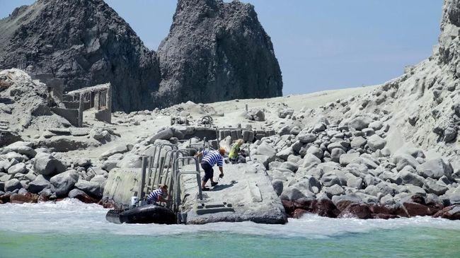 Polisi mengaku pesimistis bisa menemukan dua korban letusan gunung di Pulau Putih (Whakaari dalam bahasa Maori), Selandia Baru yang hingga kini masih hilang.