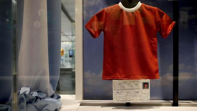 Lionel Messi, sang bintang sepak bola ternama, tumbuh besar di kota kecil Rosario, Argentina.