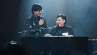 <p>Lihat saja, Bun. Mereka terlihat kompak ya ketika nyanyi bersama. (Foto: Instagram @arsywidianto)</p>
