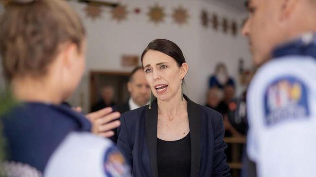 PM Selandia baru Jacinda Ardern akan tetap melanjutkan lockdown selama sebulan kendati jumlah infeksi virus corona mulai menunjukkan hasil di dua pekan pertama.