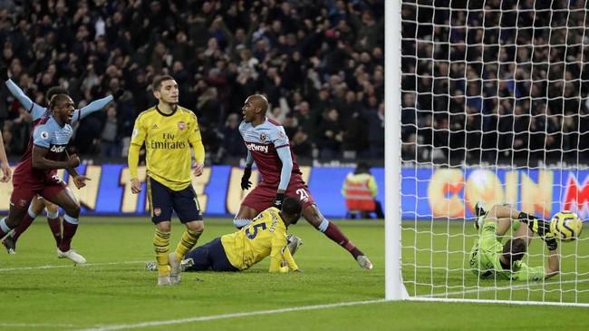 Arsenal tertinggal satu gol sebelum akhrinya menang 3-1 atas West Ham. Simak foto-foto pilihan dari laga lanjutan Liga Inggris, Selasa (10/12) dini hari WIB.