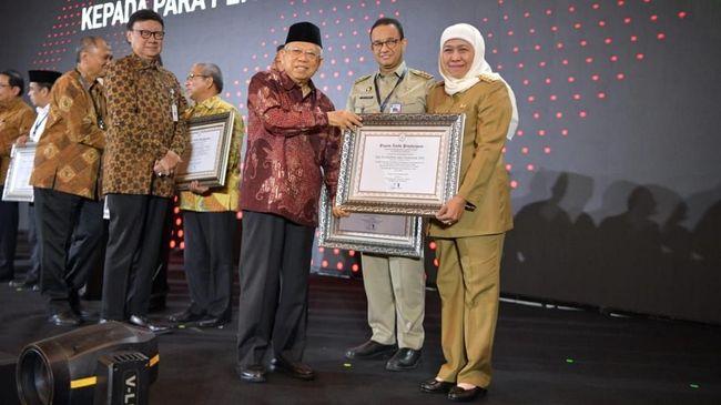 Gubernur DKI Anies Baswedan meraih penghargaan sebagai kepala daerah terkait wilayah bebas korupsi dari Kemen PAN RB.