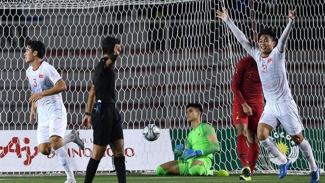 Asisten pelatih Vietnam Lee Young Jin menganggap kemenangan skuat The Golden Dragon atas Timnas Indonesia di final SEA Games 2019 tak lepas dari kemujuran.
