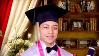 <p>Khan adalah lulusan Institut Seni Indonesia Yogyakarta. Dia baru wisuda pada Maret lalu. (Foto: Instagram/ @muhammad.khan_) </p>