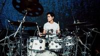 <p>Tyo Nugros adalah eks drummer Dewa 19 yang kini berusia 48 tahun. (Foto: Instagram @realnugros)</p>
