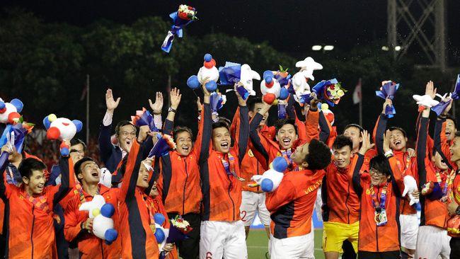 Timnas Vietnam menggantikan Thailand yang sebelumnya menjadi 'Raja' di sepak bola ASEAN usai merebut medali emas SEA Games.