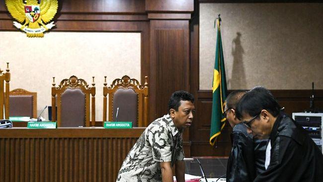 Eks Ketua Umum PPP, Romahurmuziy membantah tuduhan KPK yang menyebut dirinya menerima suap dalam penentuan Kakanwil Kemenag.