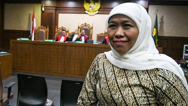 Gubernur Jatim Khofifah Indar Parawansa memberikan diskon pajak kendaraan bermotor roda 2 sebesar 15 persen dan mobil 5 persen di Jatim 20 April-24 Juni 2021.