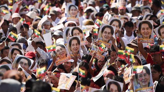 Lonjakan tajam kasus infeksi virus corona (Covid-19) di Myanmar membuat sejumlah kalangan mendesak penundaan pemilihan umum.