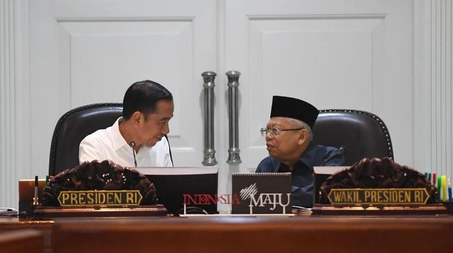 Presiden Jokowi dan Wapres Ma'ruf Amin menggelar pertemuan tertutup empat mata di tengah isu reshuffle atau perombakan kabinet yang beredar di masyarakat.