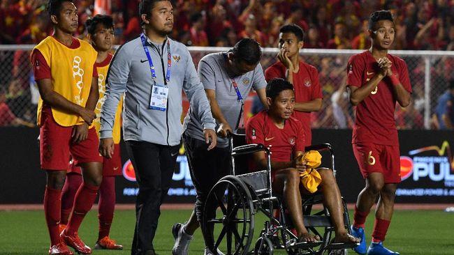 Gelandang Timnas Indonesia Evan Dimas bakal menjalani pemeriksaan cedera pergelangan kaki kiri yang dialami di final SEA Games 2019.