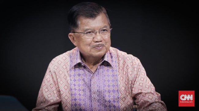 Mantan Wakil Presiden Jusuf Kalla menyebutkan hal-hal yang perlu dilakukan pemerintah agar masyarakat tak sungkan mengkritik.