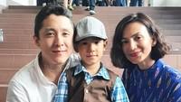 Baru-baru ini, Daniel dan Wanda juga bersama-sama menonton sang anak di sebuah pementasan. Mereka berkomitmen tetap akur meskipun berpisah demi Kai. (Foto: Instagram @wanda_hamidah)
