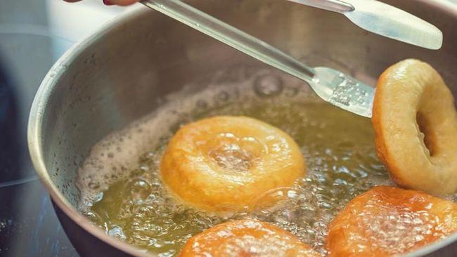 Tips Menggoreng agar Masakan Tidak Gosong & Bahayakan Kesehatan