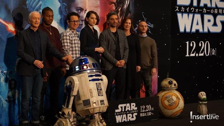 Sang produser, Kathleen Kennedy, serta sang sutradara, Jj Abrams juga ikut meramaikan acara tersebut.