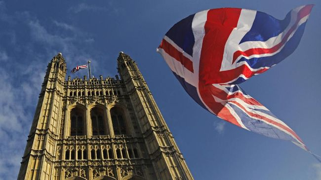 A Union flag flutters in the breeze in front of the Victoria Tower, part of the Palace of Westminster in central London on October 17, 2019. - Britain's Prime Minister Boris Johnson and the European Union on Thursday reached a provisional agreement that might just see Britain leave the European Union by the October 31 deadline. (Photo by Tolga AKMEN / AFP)