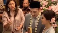 <p>Pernikahan Cut Tari dan Richard Kevin digelar di rumah kakak Tari, Bun. Langgeng terus ya Tari dan Kevin !(Foto: Instagram) </p>