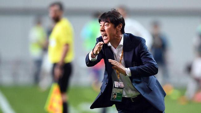 Pelatih asal Korea Selatan Shin Tae Yong mengaku menolak klub Liga China, Shenzen FC, dan lebih memilih melatih Timnas Indonesia.