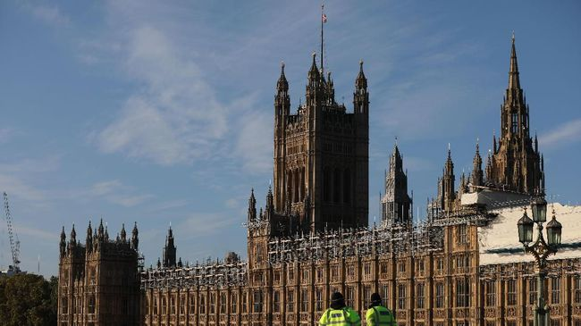 A picture shows the Palace of Westminster housing the Houses of Parliament in central London on October 19, 2019. - British MPs gather Saturday for a historic vote on Prime Minister Boris Johnson's Brexit deal, a decision that could see the UK leave the EU this month or plunge the country into fresh uncertainty. (Photo by ISABEL INFANTES / AFP)