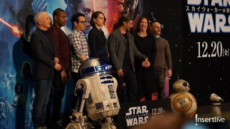 Acara itu juga dikejutkan dengan kehadiran Droids R2 D2, BB8 dan droid terbaru D0.