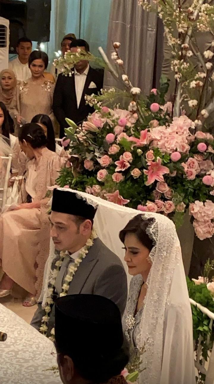 <p>Cut Tari resmi menikah dengan Richard Kevin pada Kamis (12/12/2019). Sang kakak yang menjadi wali Cut Tari, Bun. (Foto: Instagram)</p>