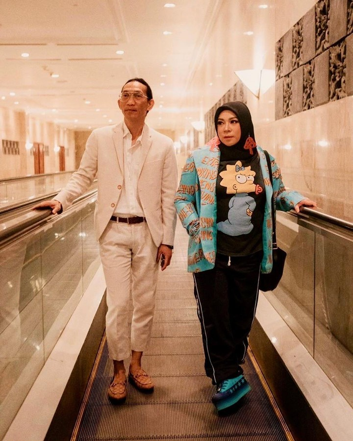 Sudah lebih dari 20 tahun menikah, Melly Goeslaw dan Anto Hoed tetap terlihat mesra, Bun.