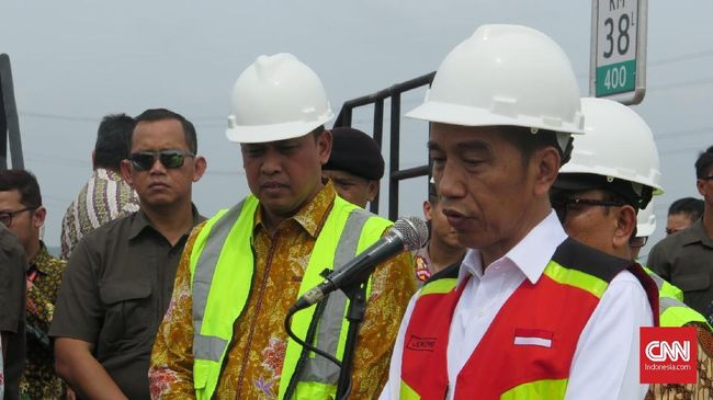 Presiden Jokowi menyatakan operasional Tol Layang Jakarta-Cikampek akan mengurangi kemacetan hingga 30 persen