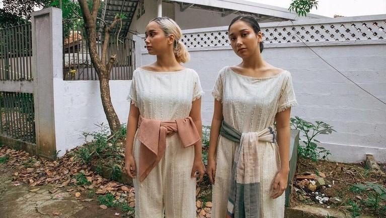 Sudah beranjak dewasa, ini dia potret cantik anak kembar Titi DJ, Salwa dan Salma.