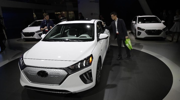 The Hyundai Ioniq electric car is shown at the Automobility LA Auto Show Wednesday, Nov. 20, 2019, in Los Angeles. (AP Photo/Marcio Jose Sanchez)
