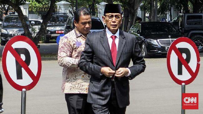 Sidang perdana kasus penusukan Wiranto digelar secara virtual untuk menghindari penyebaran virus corona. Sidang dilakukan di PN Jakarta Barat.