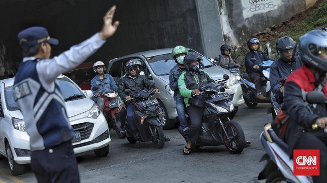 Polisi akan memberlakukan sistem rekayasa lalu lintas satu arah di kawasan Anyer dan Carita saat libur Iduladha.
