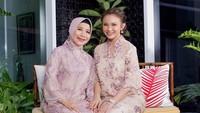 <p>Bunda Eni pasti bangga ya punya anak yang sukses menjadi penyanyi terkenal di Indonesia. Nah, kalau Bunda mau menyaksikan penampilan Rossa, jangan melewatkan acara HUT ke-18 Transmedia pada tanggal 14-15 Desember 2019. Cara mendapatkan tiketnya bisa klik di sini. (Foto: Instagram @itsrossa910)</p>