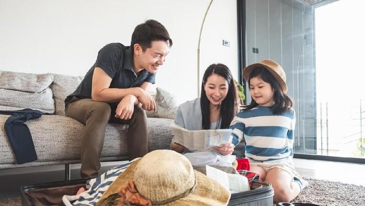 Anak sudah selesai ujian, waktunya Bunda liburan bersama keluarga. Yuk simak tips packing berikut agar liburan Bunda dan keluarga berjalan menyenangkan.