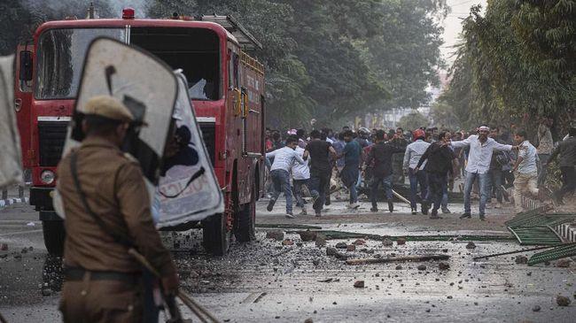 Korban tewas akibat bentrokan antara umat Muslim dan Hindu di wilayah pinggiran New Delhi, India dilaporkan bertambah lagi menjadi 20 orang.