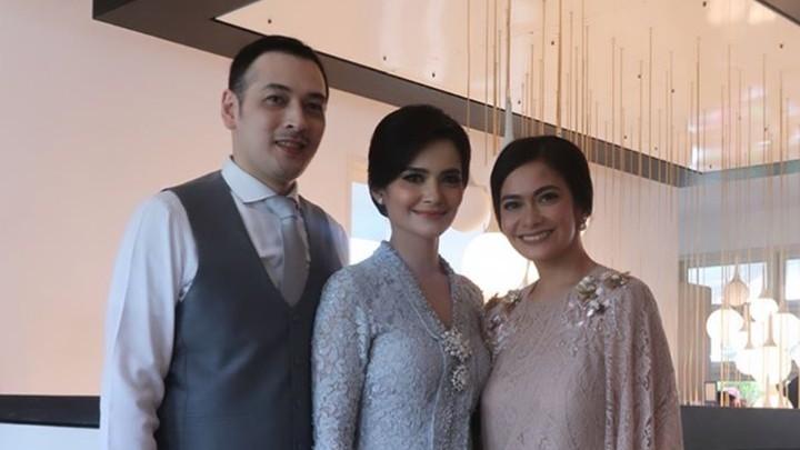 <p>Salah satu sahabat Tari, Ersa Mayori menyempatkan diri berfoto sebelum akad nikah. (Foto: Instagram) </p>