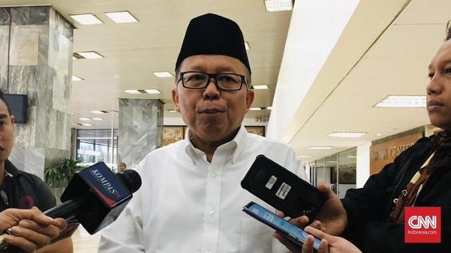 DPR Minta Kemenkumham Cabut Paspor Jozeph Paul Zhang