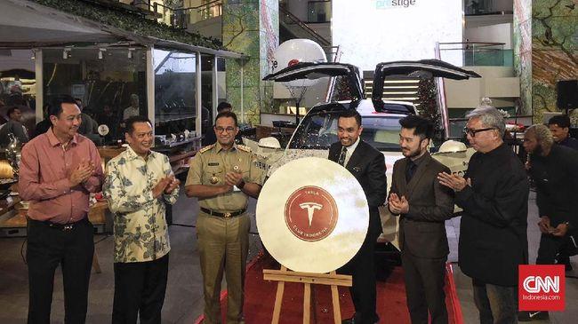 Tesla Club Indonesia diisi Ketua MPR Bambang Soesatyo dan anggota DPR RI Ahmad Sahroni yang dijuluki 'Crazy Rich Tanjung Priok'.