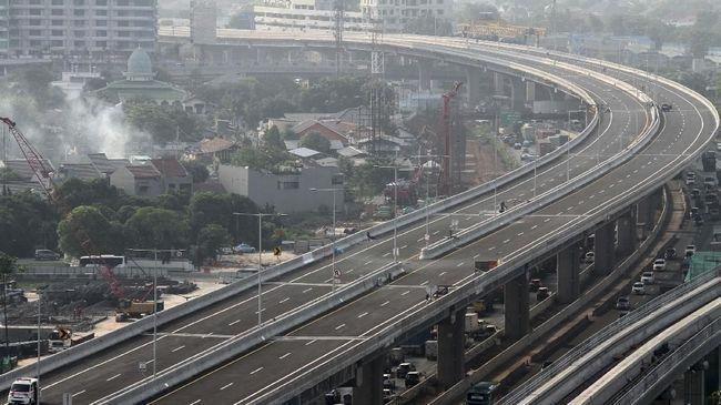 Jasa Marga memastikan Tol Layang Jakarta-Cikampek II akan beroperasi pukul 06.00 WIB pada Minggu (15/12) esok hari.