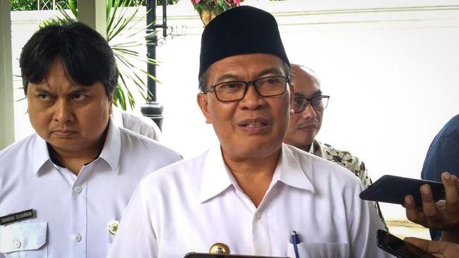 Walkot Bandung Oded M. Danial menyebut peredaran minuman beralkohol sudah terlalu bebas saat ini sehingga perlu aturan ketat.