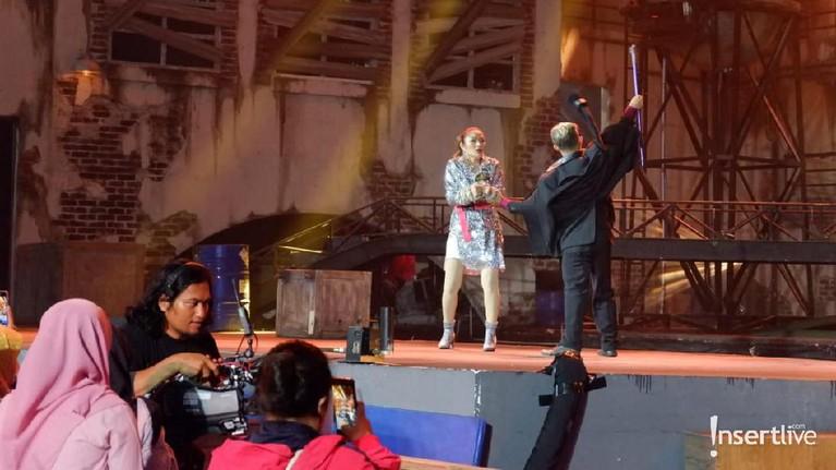 Kemudian, Siti Badriah tampil dengan aksi mengagumkan dengan cerita hampir diculik.
