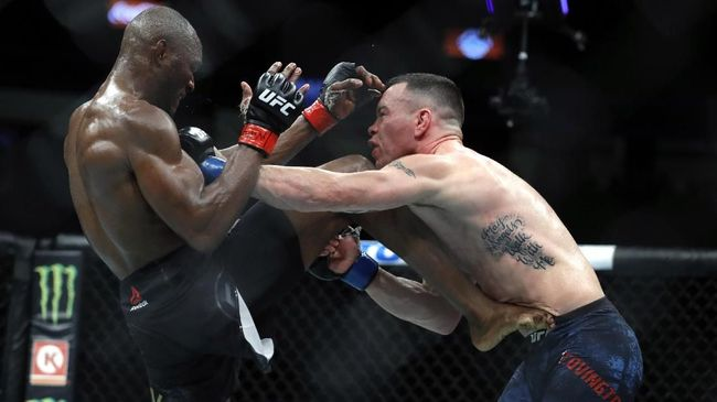 LAS VEGAS, NEVADA - DECEMBER 14: UFC welterweight champion Kamaru Usman (L) kicks Colby Covington in their welterweight title fight during UFC 245 at T-Mobile Arena on December 14, 2019 in Las Vegas, Nevada. Usman retained his title with a fifth-round TKO.   Steve Marcus/Getty Images/AFP