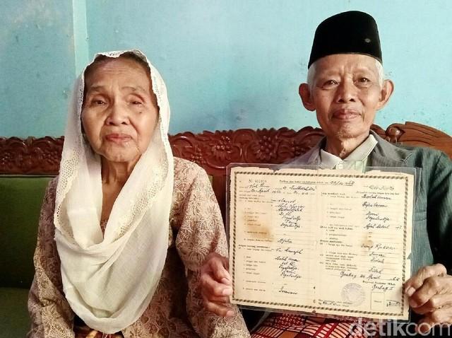 Bikin Baper! Ini Kakek-Nenek Romantis di KA Prameks yang Viral
