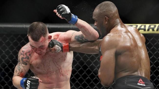 Petarung muslim asal Nigeria Kamaru Usman menang TKO atas Colby Covington pada UFC 245 di T-Mobile Arena, Las Vegas, Minggu siang WIB.